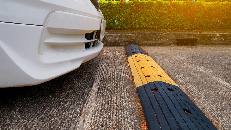 Réglementation- ralentisseur parking voiture