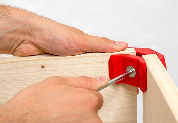 assembler planches avec connecteurs playwood